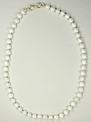 White freshwater pearl necklace -18